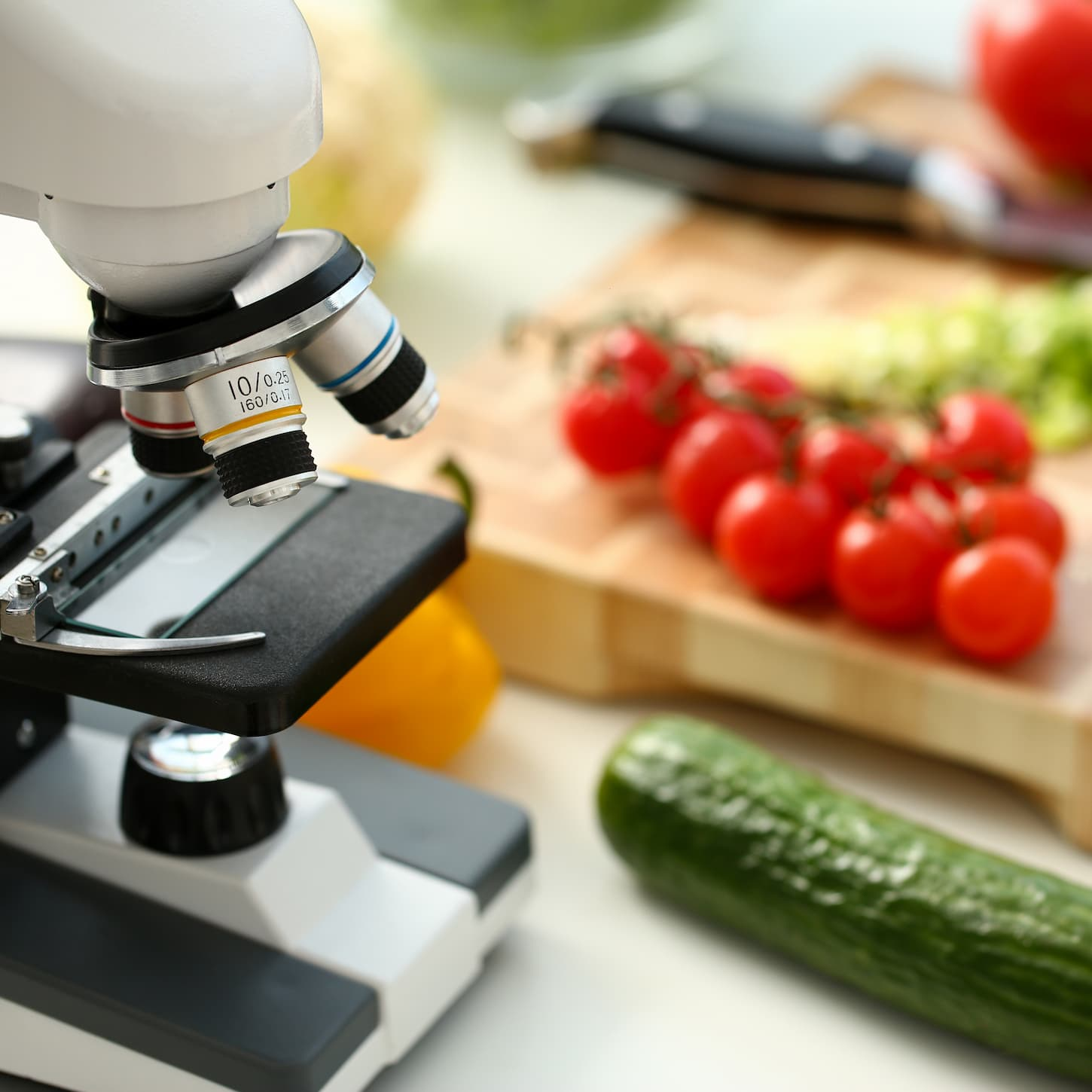 microscope-head-kitchen-background-vegetables-concept-nitrates